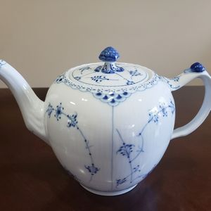 For Maria - bundle of teapot and creamer